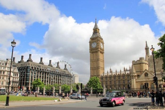 Tháp Big Ben hoặc khách sạn Savoy, London, Anh